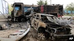 시아파 정치 행사장 테러 현장에 남은 잔해들