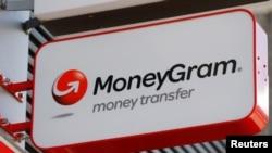 Logo của công ty thanh toán điện tử Moneygram bên ngoài một ngân hàng ở Vienna, Áo.