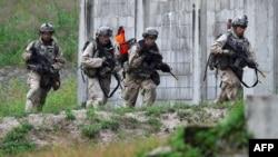 지난해 9월 주한미군 장병들이 포천 캠프 로드리게스 사격장에서 진행된 한미연합사 훈련에 참가했다.