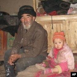 喀什农村的贫苦人家(资料照片)