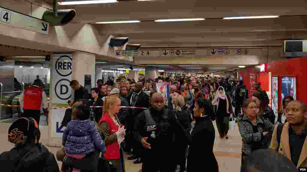 اعتصاب مترو پاریس و معطلی مسافران عکس حمید (ارسالی شما)