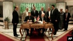 مقامات فتح و حماس حدود سه ماه پیش توافق کردند اختلافات خود را حل و فصل کنند اما بعد از آن یکدیگر را به نقض توافق محکوم کردند.