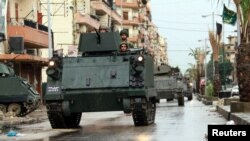 黎巴嫩军人在的黎波里的塔巴奈地区巡逻