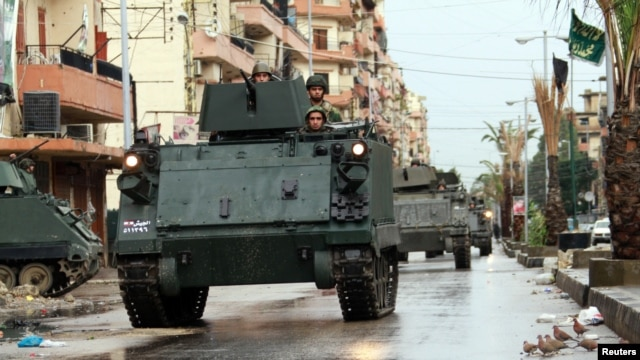 Lebanese Army soldiers patrol the Sunni Muslim Bab al-Tebbaneh neighborhood in Tripoli, northern Lebanon, December 7, 2012.