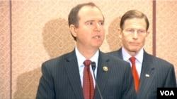民主党众议员希夫(Adam Schiff)推动新枪支法案。