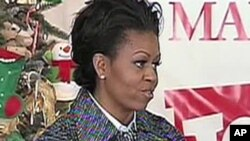 US First Lady Michele Obama stopped by a Toys for Tots warehouse in Virginia to drop off gifts and help with the sorting