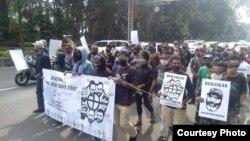 Aksi solidaritas pembebasan tahanan politik Papua di Bogor, Jawa Barat, Senin, 15 Juni 2020. (Foto: Tim Advokasi Papua)