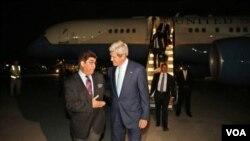 ລັດຖະມົນຕີຕ່າງປະເທດ ສະຫະລັດ ທ່ານ John Kerry ແລະ ທ່ານ Hamid Siddiq ຫົວໜ້ານັກການທູດ ກະຊວງຕ່າງປະເທດ ອັຟການິສຖານ
