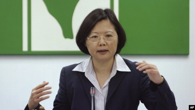 Taiwan's Democratic Progressive Party Chairwoman Tsai Ing-wen answers questions during a press conference with the foreign media in Taipei,Taiwan (File Photo - April 29, 2011)