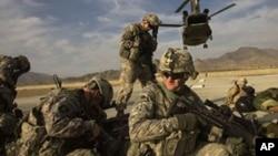 بر اساس استراتیژی جدید امریکا برای افغانستان، خروج عساکر امریکایی بدون جدول زمانی و با در نظرداشت شرایط صورت میگیرد.