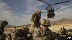 نیویارک ټایمز د دوشنبې په ورځ وویل چې امریکا د افغانستان نه د خپلو ټولو عسکرو په ایستلو غور کوي.