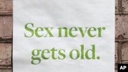Plakat koji poziva starije osobe da se zaštite od spolno prenosivih bolesti