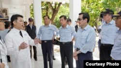 Tổng thống Đài Loan sắp mãn nhiệm Mã Anh Cửu trong chuyến thăm đảo Ba Bình hồi tháng 2, 2016.