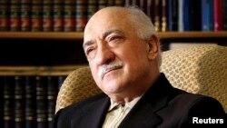 Fethullah Gülen, 1990'ların sonundan bu yana Pennsylvania eyaletinin Saylorsburg kasabasında yaşıyor.