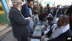 بانک مرکزی افغانستان، خواست های صرافان افغان را فراقانونی میداند.