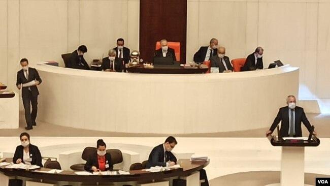 TBMM oturumuna milletvekilleri maskeyle katıldı