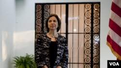 La subsecretaria María Otero es boliviana de nacimiento, y en la actualidad es la funcionaria hispana de más alto rango en el Departamento de Estado.
