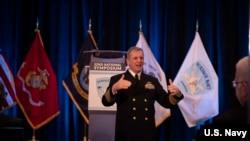 美軍太平洋艦隊水面艦隊司令布朗中將(VADM Rich Brown)2020年1月14日出席年度水面艦隊研討會。(美國海軍照片)
