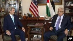 Джон Керри и Махмуд Аббас (фото из архива)