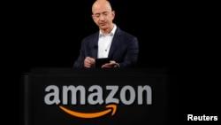 Tỉ phú Jeff Bezos, người sáng lập và chủ nhân của công ty mua hàng trực tuyến Amazon.com, là chủ nhân mới của báo The Washington Post