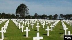 Omaha Amerika Məzarlığında 10,000-ə yaxın ABŞ əsgəri dəfn olunub.