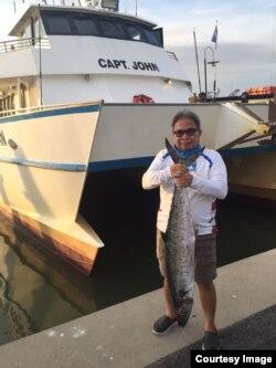 Hobi memancing dilakukan Bambang Samudra sejak bekerja di offshore (foto: courtesy).