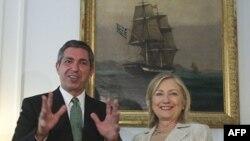 Ngoại trưởng Hy Lạp Stavros Lambrinidis và Ngoại trưởng Hoa Kỳ Hillary Clinton tại Athens, ngày 17/7/2011