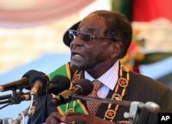 津巴布韦总统穆加贝(2015年8月10日 资料照片)