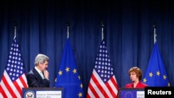 U.S. Secretary of State John Kerry looks at EU foreign policy chief Catherine Ashton after talks on the situation in Ukraine, in Geneva, April 17, 2014.