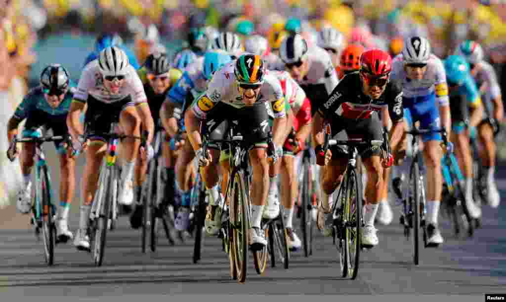 Deceuninck-Quick Step rider Sam Bennett of Ireland and Lotto Soudal rider Caleb Ewan of Australia sprint toward the line during the stage ten of the Tour de France cycling race from Ile d'Oleron toIle de Re in France.