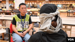 Michelle在香港理工大學被圍困期間接受美國之音記者鬱崗採訪。(美國之音)