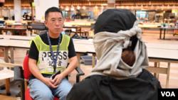 Michelle在香港理工大学被围困期间接受美国之音记者郁岗采访。(美国之音)