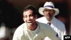 محمد زاہد 1998 میں سہارا کپ کے ایک میچ میں راہول ڈراوڈ کو آوٹ کرنے کے بعد