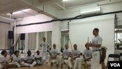 Leandro Silva, de 33 años es instructor of Capoeira in Nueva York. [Foto: Celia Mendoza, VOA-Nueva York].