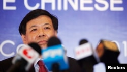 2012年6月17日中国财政部副部长朱光耀在墨西哥洛斯卡沃斯新闻发布会(资料照片)