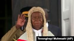 Umahluli, u Justice Godfrey Chidyausiku