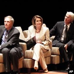 前美国驻中国大使温斯顿.洛德(左)和南希.佩洛西(中),理查德.基尔(右)