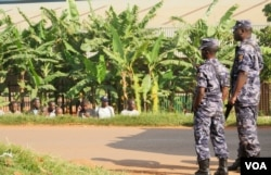 Crowds of Besigye supporters, kept off the road by heavy security, try to catch a glimpse into the court. (L. Paulat/VOA)