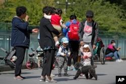 چین میں بچوں کی تعداد کم ہو رہی ہے جب کہ عمر رسیدہ افراد بڑھ رہے ہیں۔
