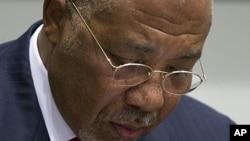 利比里亚前总统泰勒4月26日在海牙附近的国际刑事法庭的特别法庭宣判前