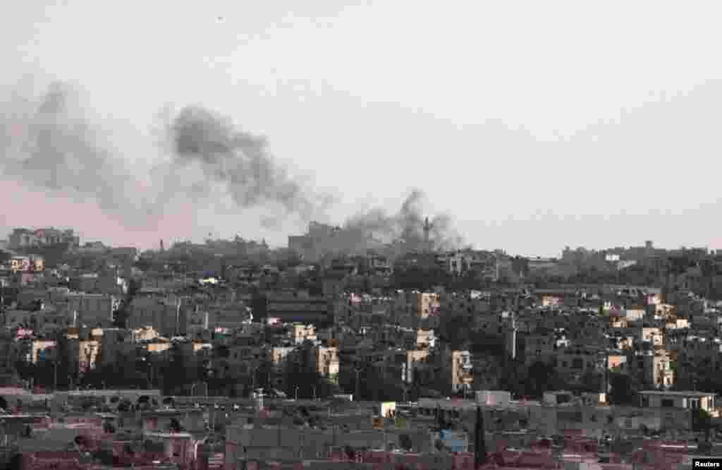 19일 대규모 공습으로 화염에 휩싸인 알레포 시.