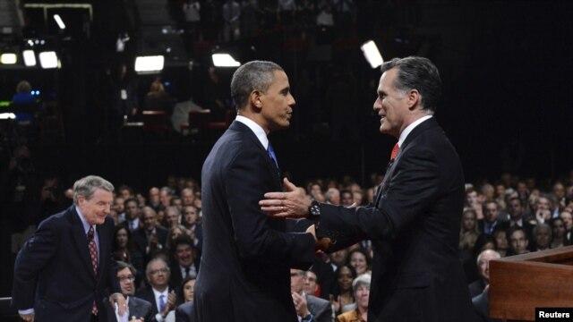 Dan takarar shugabancin Amurka Mitt Romney yake hanu da shugaba Barack Obama.