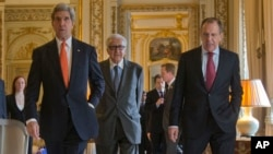 US Secretary of State John Kerry, left, walks with Russia's Foreign Minister Sergey Lavrov, right, and U.N-Arab League envoy for Syria Lakhdar Brahimi, center, before the start of their joint news at the US Ambassador's residence in Paris, France, Jan. 13, 2014.