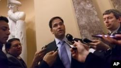 美国参议员鲁比奥 (Marco Rubio)在国会山回答记者问题