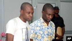 20일 나이지리아 비밀경찰에 체포된 테러 용의자 사히드 아데레미 아데우미(왼쪽)과 술라이만 올라인카 사카.