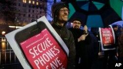Decenas de personas han protestado en más de 30 ciudades de EE.UU. en contra de permitir al FBI ingresar a la data completa de un iPhone que fue propiedad de un supuesto terrorista.