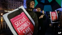 Joey Mink demonstrates outside the Apple store in New York protesting the FBI for obtaining a court order that requires Apple to make it easier to unlock an encrypted iPhone.