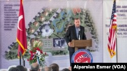PM Turki Recep Tayyip Erdogan memberikan sambutan dalam upacara peletakan batu pertama pembangunan pusat kebudayaan Turki di Lanham, Maryland (15/5). PM Erdogan dijadwalkan akan bertemu dengan Presiden Obama di Gedung Putih, hari ini.