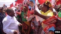 Filipe Nyusi com militantes