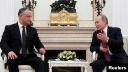 Russian President Vladimir Putin, right, meets with his Moldovan counterpart, Igor Dodon, at the Kremlin in Moscow, Jan. 17, 2017.
